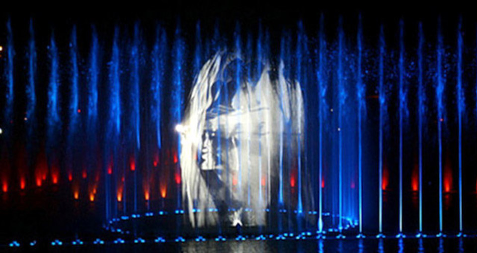 Pokazy na ekranach wodnych